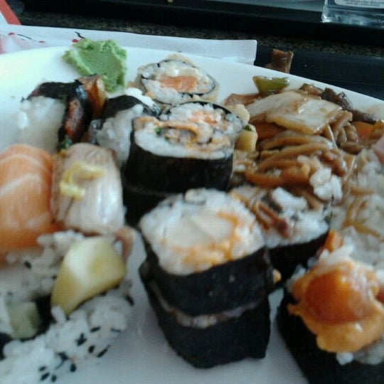 Photo taken at Banzai - Culinária Oriental by Fabricio G. on 4/26/2012