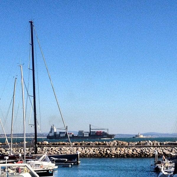 Foto tirada no(a) Porto de Recreio de Oeiras por Jorge B. em 2/12/2012