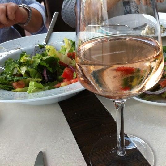 5/25/2012 tarihinde Sevil A.ziyaretçi tarafından Yengeç Restaurant'de çekilen fotoğraf