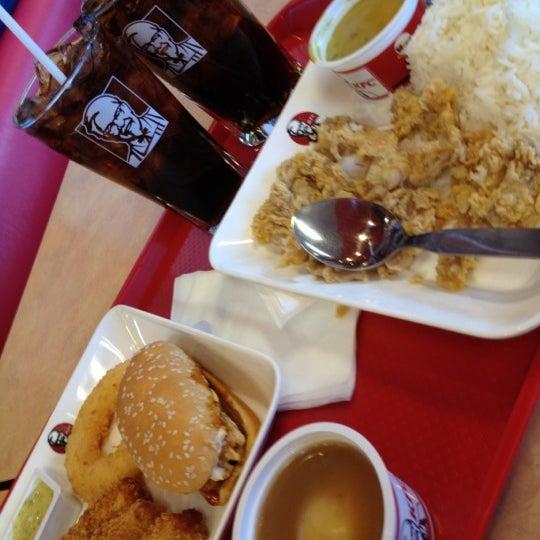 Photo taken at KFC by 💋💋 ThePorryz 😘 on 7/5/2012