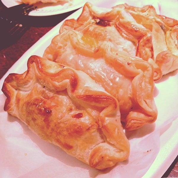 3/17/2012 tarihinde Tim L.ziyaretçi tarafından Argentina Bakery'de çekilen fotoğraf