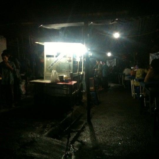 Photo taken at Roti Bakar Eddy by Yudda P. on 3/9/2012