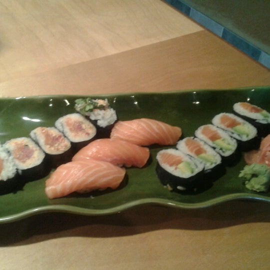 Photo taken at Oishi Sushi by Dianne M. on 8/10/2012