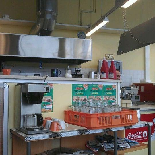 Foto diambil di Mega Pizza & Kebab oleh Herkko V. pada 3/11/2012