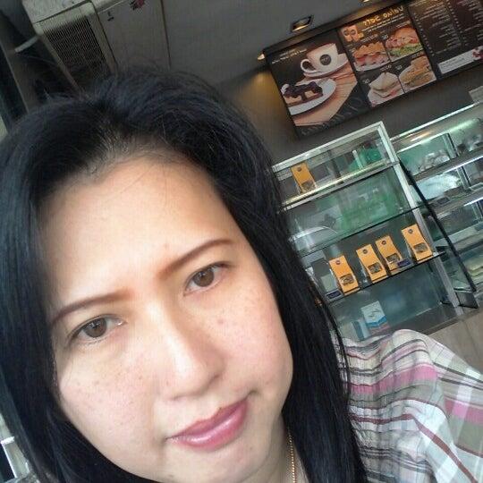 Photo taken at Mezzo by Nong Pin K. on 8/27/2012