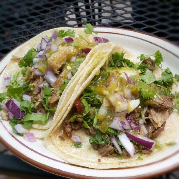 Foto tomada en El Tarasco por Nick P. el 8/3/2012