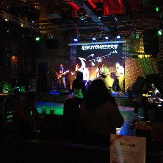 Снимок сделан в Glastonberry Pub пользователем Andrew L. 3/16/2012