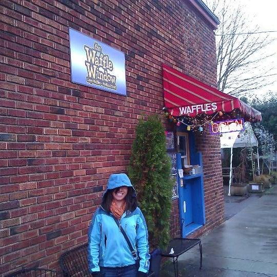 Foto tirada no(a) The Waffle Window por Bj N. em 2/16/2012