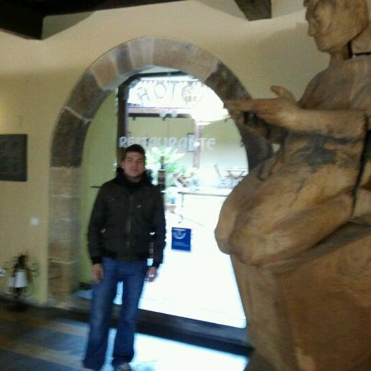 Foto tomada en Castillo de Valdés Salas por Abraham G. el 4/4/2012
