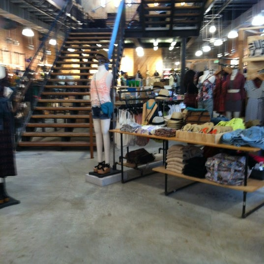 Urban outfitters downtown asheville asheville nc for Interno 5 urban store
