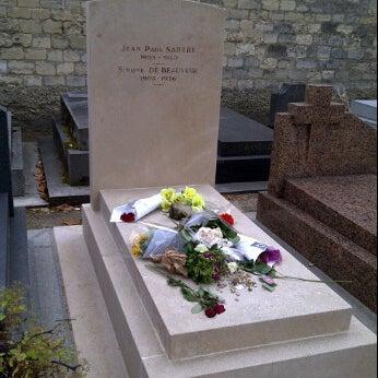 Das Foto wurde bei Tombe de Jean Paul Sartre & Simone de Beauvoir von Jarrett C. am 6/10/2012 aufgenommen