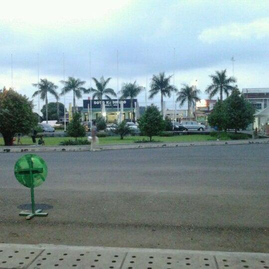 Das Foto wurde bei Jogja Expo Center (JEC) von Fajarani Y. am 5/8/2012 aufgenommen