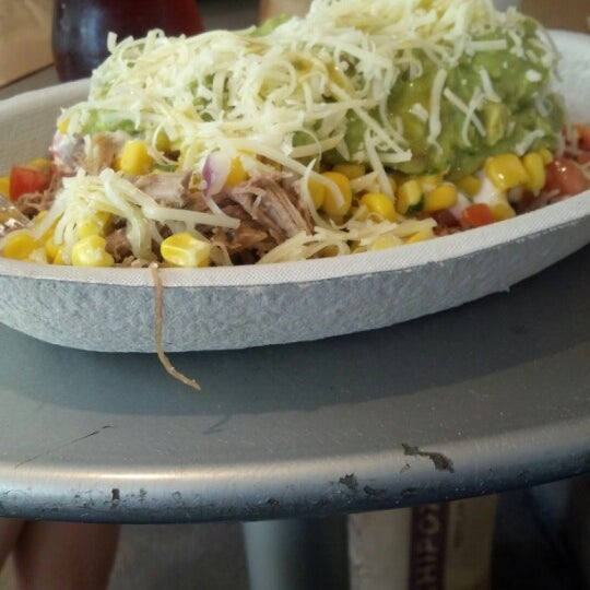 Photo taken at Chipotle Mexican Grill by John V. on 8/14/2012
