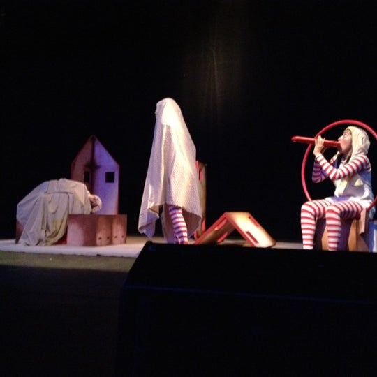 Foto tomada en Teatro Hidalgo por Fatima R. el 7/16/2012