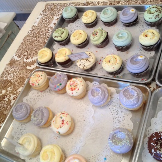 Photo taken at Magnolia Bakery by Alexa B. on 7/9/2012