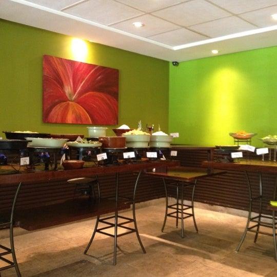 Foto tirada no(a) Limone Restaurante e Café por Fernando C. em 5/5/2012