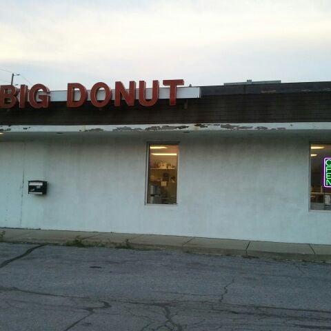 Photo taken at Big Donut by Myro32 on 4/16/2012