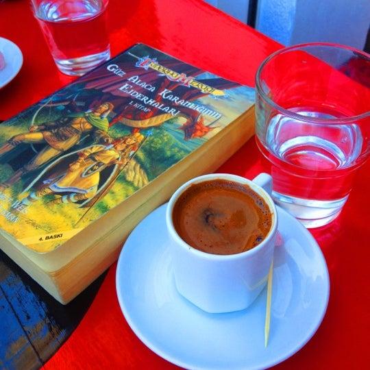 8/25/2012 tarihinde Derya O.ziyaretçi tarafından Ada Cafe'de çekilen fotoğraf