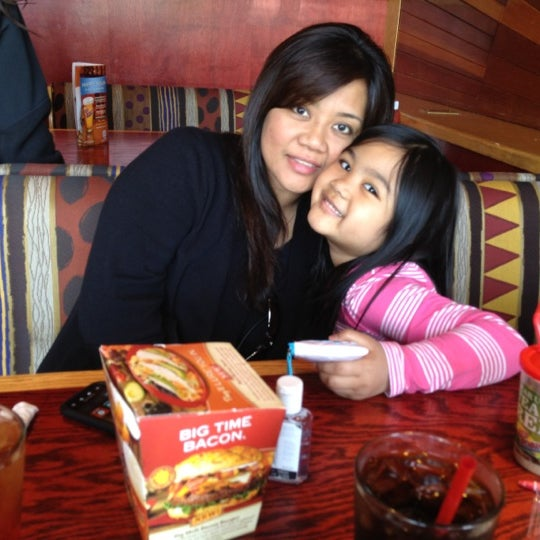 Photo taken at Red Robin Gourmet Burgers by Sean G. on 4/28/2012