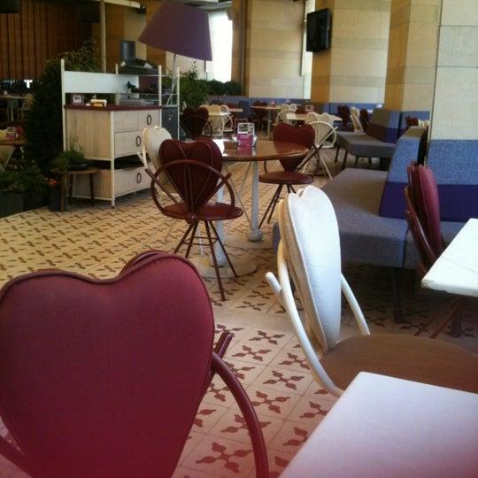7/2/2012 tarihinde Esra E.ziyaretçi tarafından Ve Cafe & Restaurant'de çekilen fotoğraf