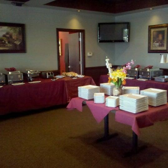 รูปภาพถ่ายที่ The Ranch Grill โดย Rob K. เมื่อ 6/10/2012