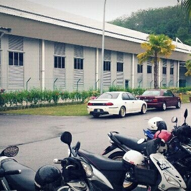 Photo taken at Fakulti Kejuruteraan Pembuatan UTeM by Heykal S. on 3/21/2012