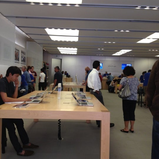 Photo taken at Apple La Cantera by Darrell H. on 5/9/2012