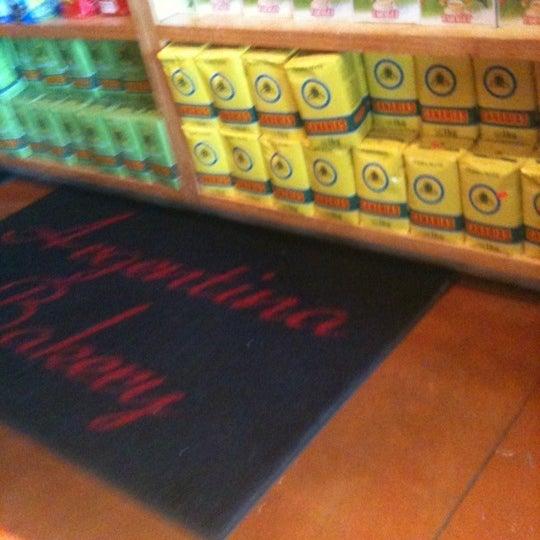 6/3/2012 tarihinde W B.ziyaretçi tarafından Argentina Bakery'de çekilen fotoğraf