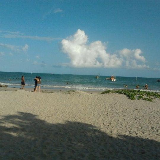 Foto tirada no(a) Praia de Paripueira por Eric O. em 2/21/2012
