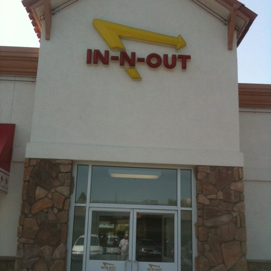Foto tomada en In-N-Out Burger  por m r. el 4/29/2012
