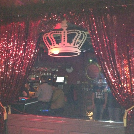 Photo taken at The Queen's Head by Jan Willem N. on 3/30/2012