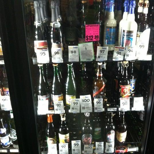 Foto tirada no(a) Argonaut Wine & Liquor por Stephanie M. em 6/17/2012