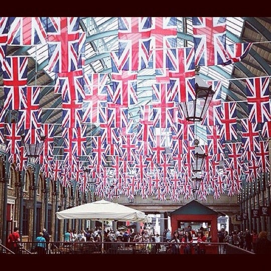 Photo taken at Covent Garden Market by Alina K. on 7/17/2012