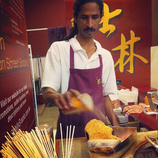 Photo taken at Shihlin Taiwan Street Snacks by Yih Ning L. on 5/6/2012