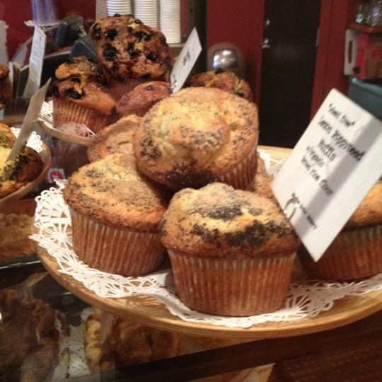 4/16/2012 tarihinde Troy K.ziyaretçi tarafından Random Order Pie Bar'de çekilen fotoğraf