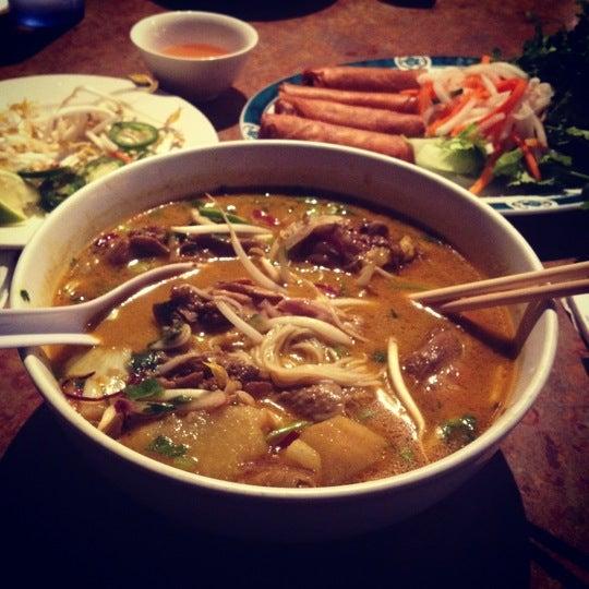 Photo taken at Hue Thai by Erick T. on 8/16/2012