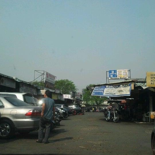 Photo taken at Pasar Mobil Kemayoran by Mogi S. on 9/13/2012