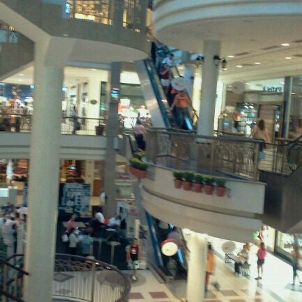Foto tirada no(a) Shopping Del Paseo por Venicio N. em 6/8/2012