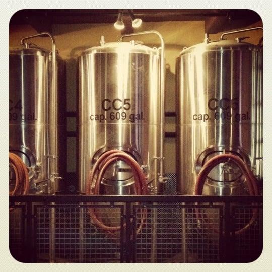 Photo taken at Boston Beer Works by Fischetti, J. on 2/11/2012