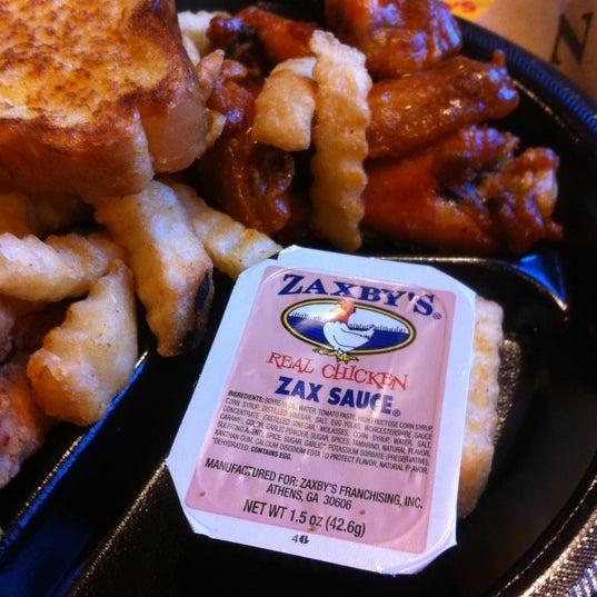 Photo taken at Zaxby's Chicken Fingers & Buffalo Wings by Dee R. on 4/17/2012