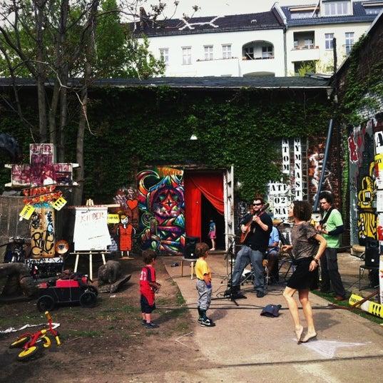 raw flohmarkt flohmarkt in boxhagener kiez. Black Bedroom Furniture Sets. Home Design Ideas