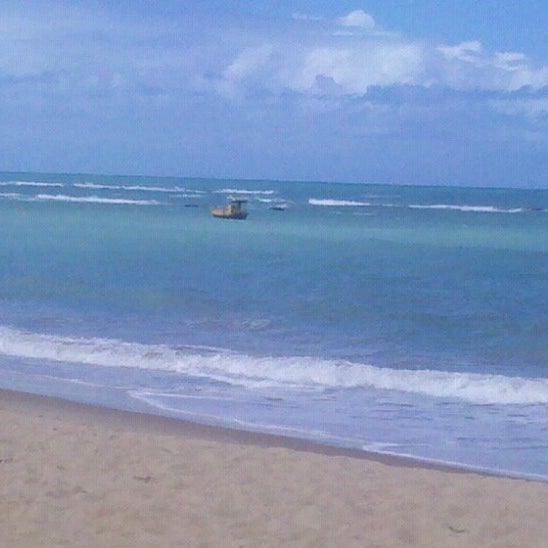 รูปภาพถ่ายที่ Praia de Guaxuma โดย Theo A. เมื่อ 6/26/2012