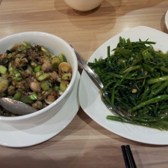 Photo taken at XiMenDing (西门町) Taiwan Cuisine by Juv L. on 9/2/2012