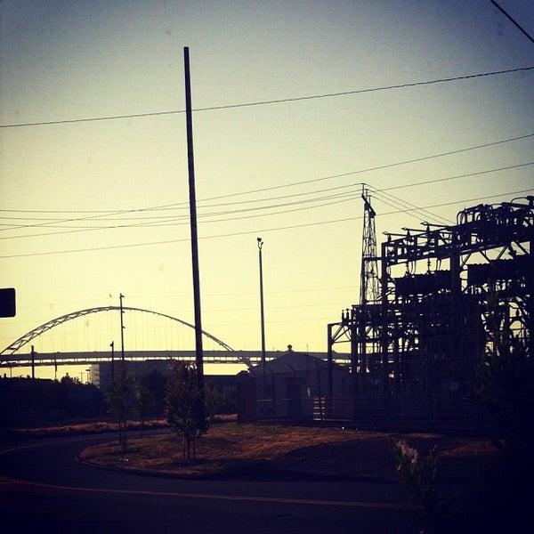 9/7/2012 tarihinde Tanner S.ziyaretçi tarafından Schoolhouse Electric & Supply Co.'de çekilen fotoğraf
