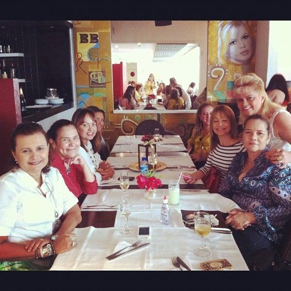 Foto tirada no(a) Limone Restaurante e Café por Maria Excelsa C. em 5/31/2012