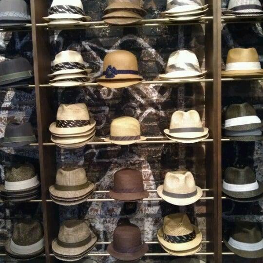 Снимок сделан в Goorin Bros. Hat Shop - West Village пользователем Allison R. 6/14/2012