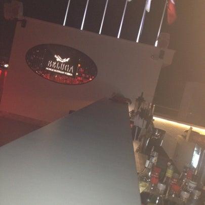 Foto diambil di Beluga Bar Karma Sky Lounge oleh Kadir G. pada 8/3/2012
