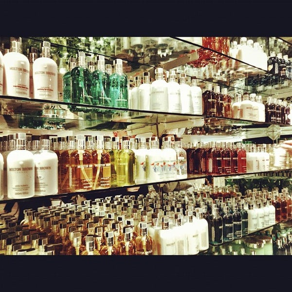 Photo taken at Fortnum & Mason by louie arien a. on 7/28/2012