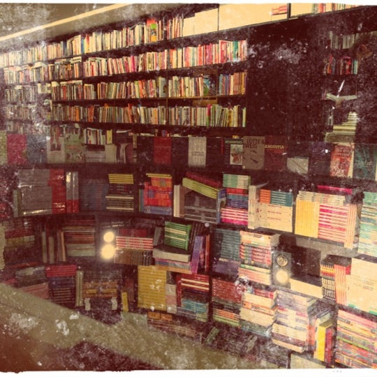 Photo taken at Livraria da Vila by Mariana G. on 4/3/2012