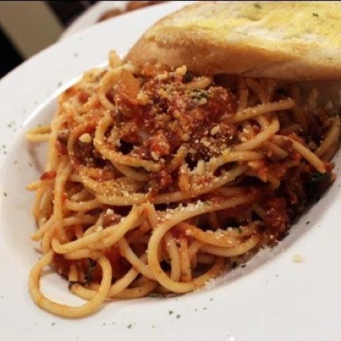 5/22/2012 tarihinde Rosalyn D.ziyaretçi tarafından TeaTap Cafe'de çekilen fotoğraf